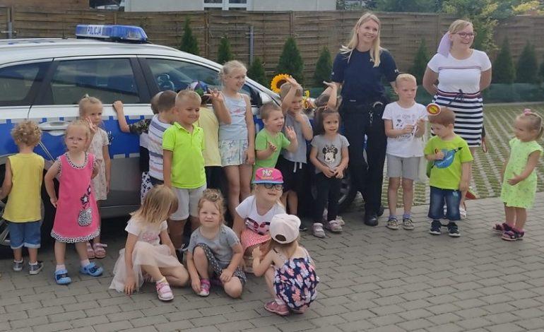 Policjanci czuwają nad bezpieczeństwem w okresie wakacji