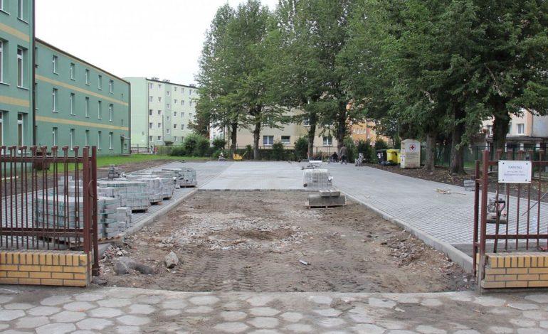 """Budują parking przy """"Ósemce"""""""