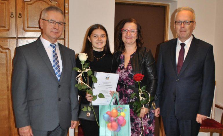 Dobrusia Laskiewicz najlepszą absolwentką w gminie